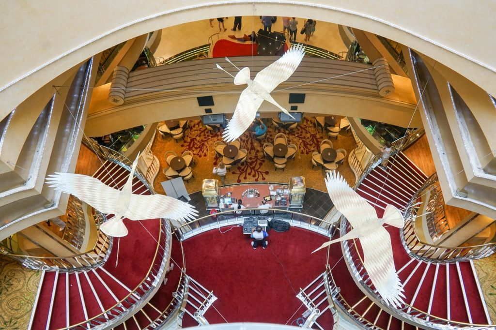 cruise-ship-decorations